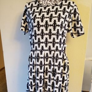 Lularoe Amelia 2XL NWT black and white
